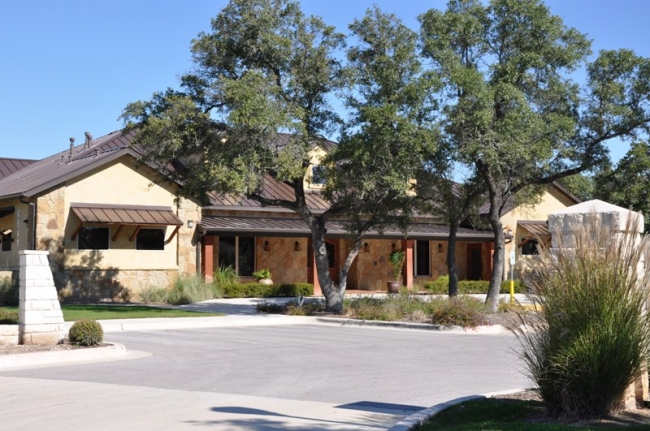 Heritage Oaks Club House: fitness center, ballroom